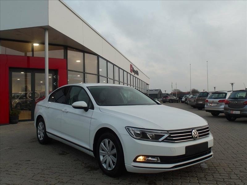 VW-Passat--Trendline-4d-Hvid
